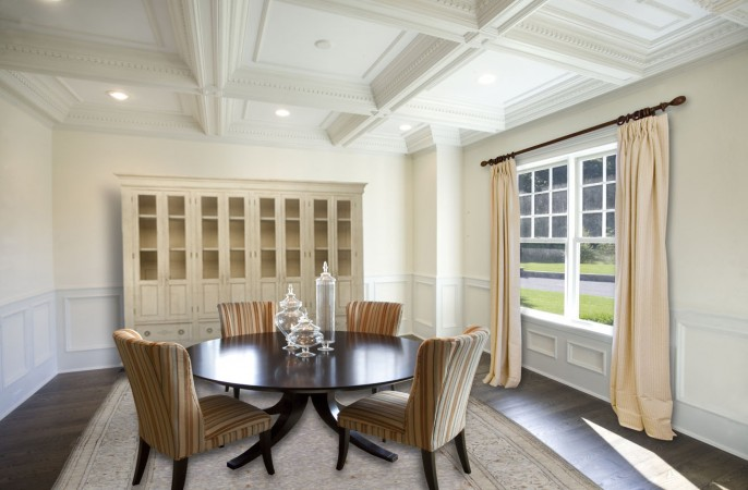 <span>dining room with coffered ceiling</span>