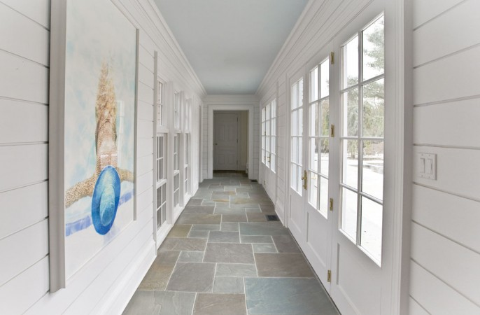 <span>hallway to guest wing</span>