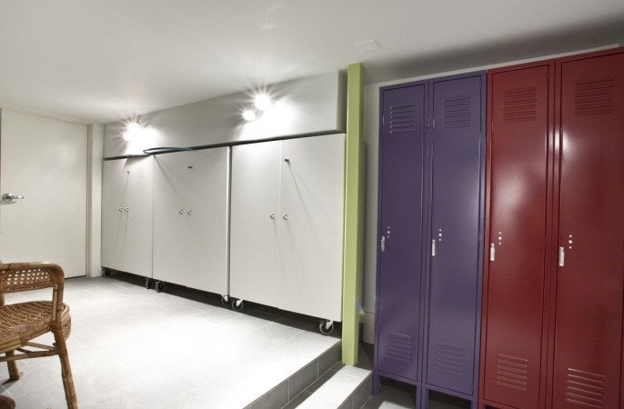 <span>locker room</span>