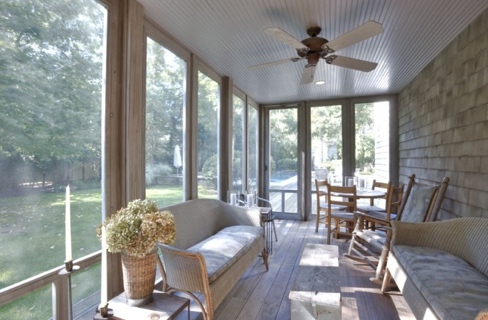 <span>screened porch</span>