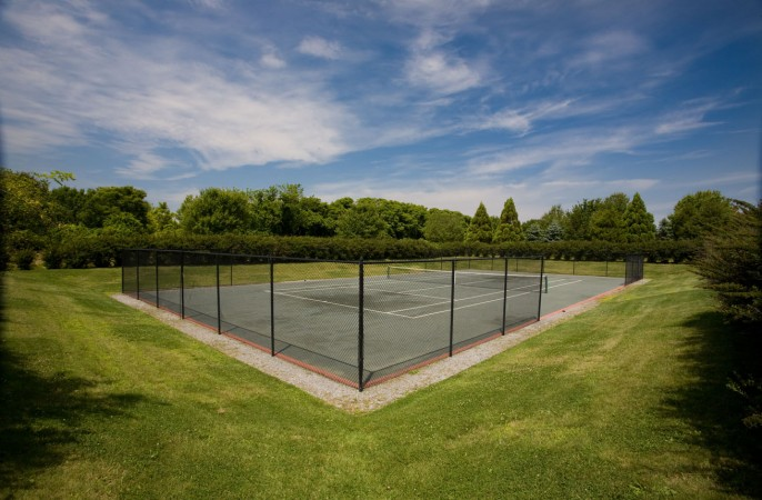 <span>sunken tennis court</span>