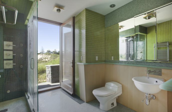<span>guest house bathroom</span>