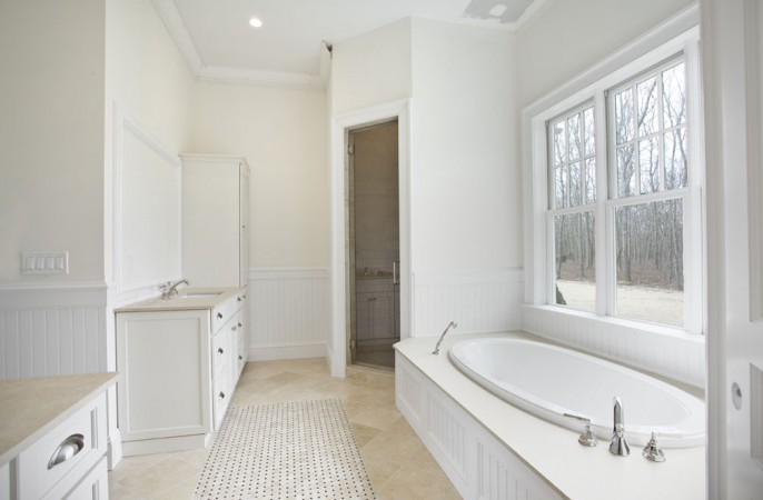 <span>1st floor master bathroom</span>