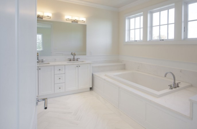<span>1st floor guest master bathroom</span>