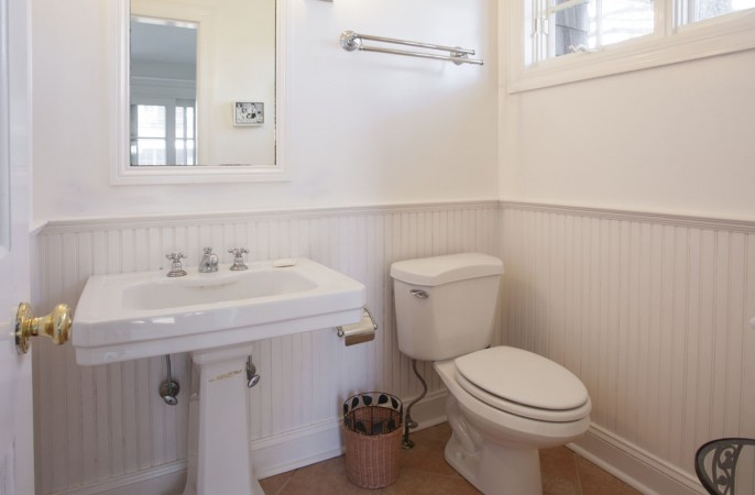 <span>pool house bathroom</span>