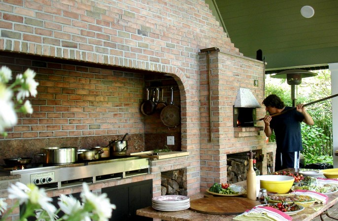 <span>outdoor kitchen</span>