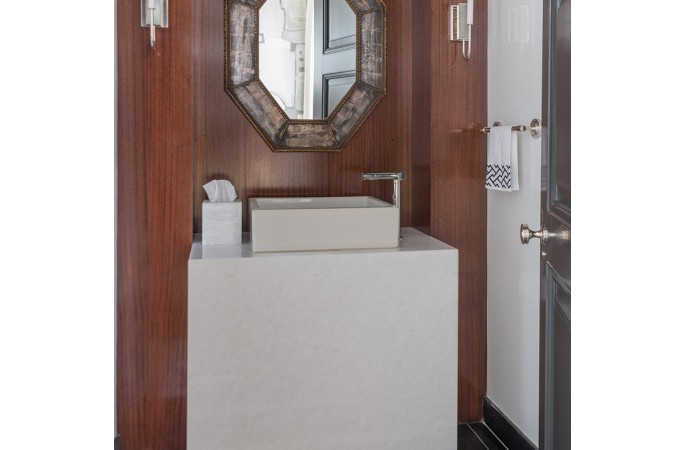 <span>powder room</span>
