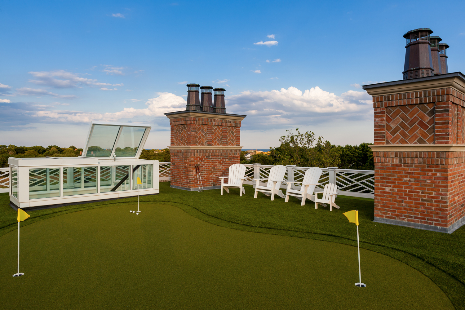 <span>room top putting green</span>