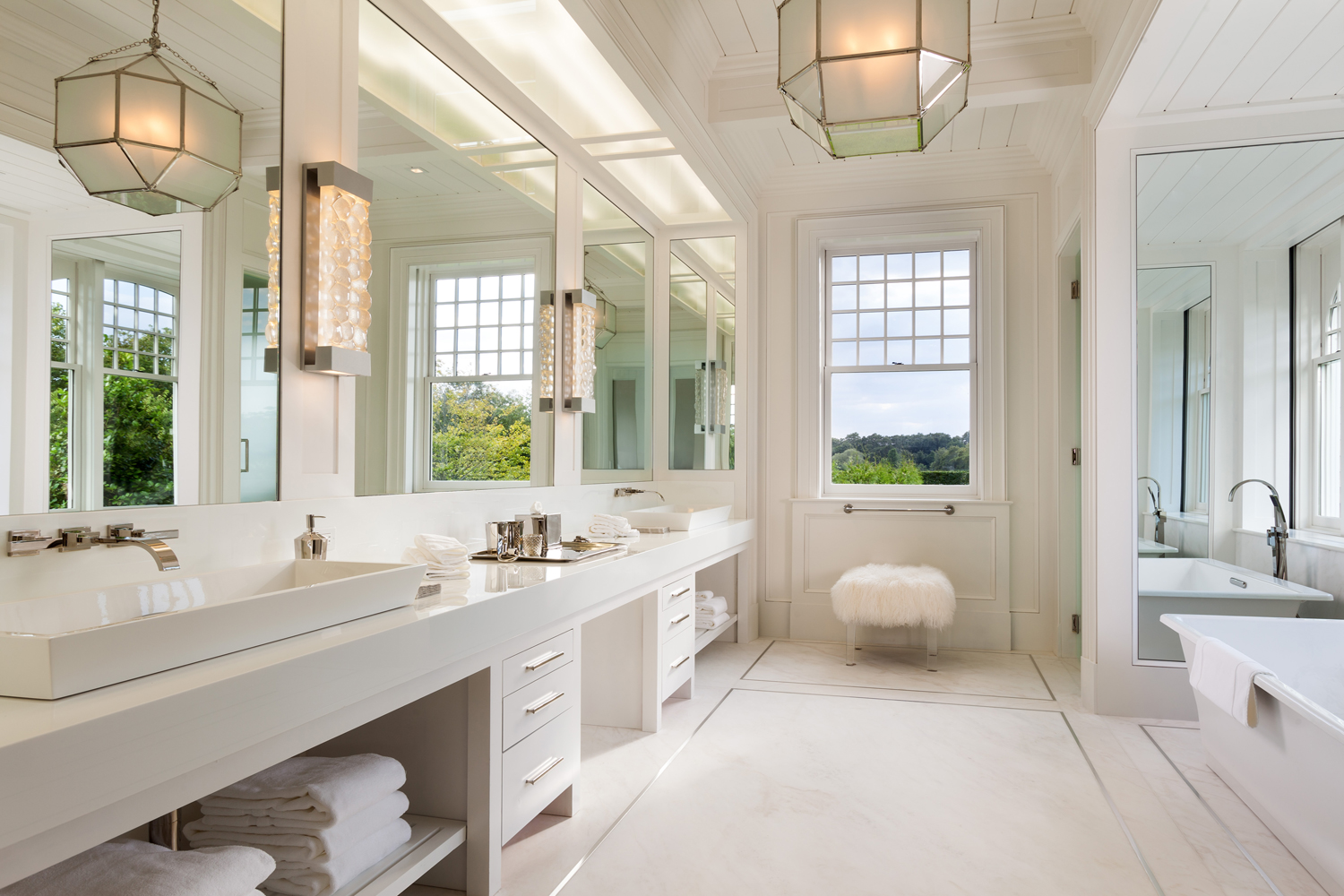 <span>Junior Master Bathroom</span>