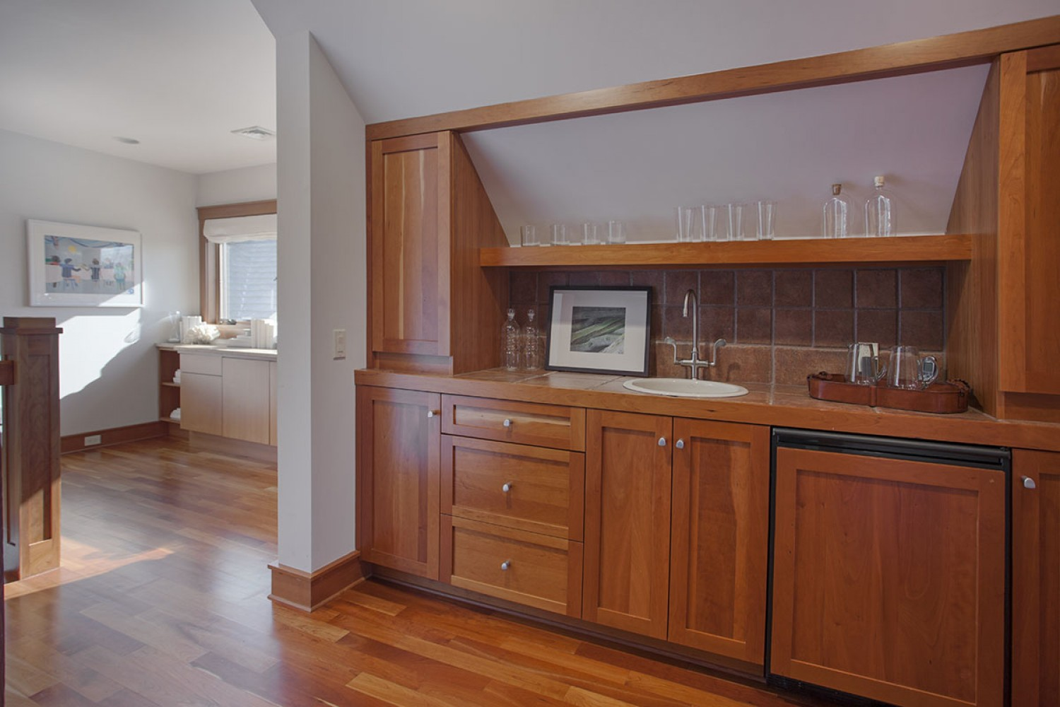 <span>upper level wet bar</span>