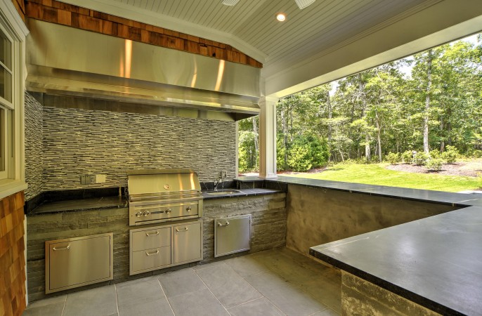 <span>built-in outdoor kitchen</span>