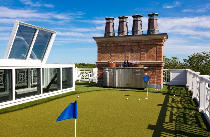<span>roof top putting green</span>