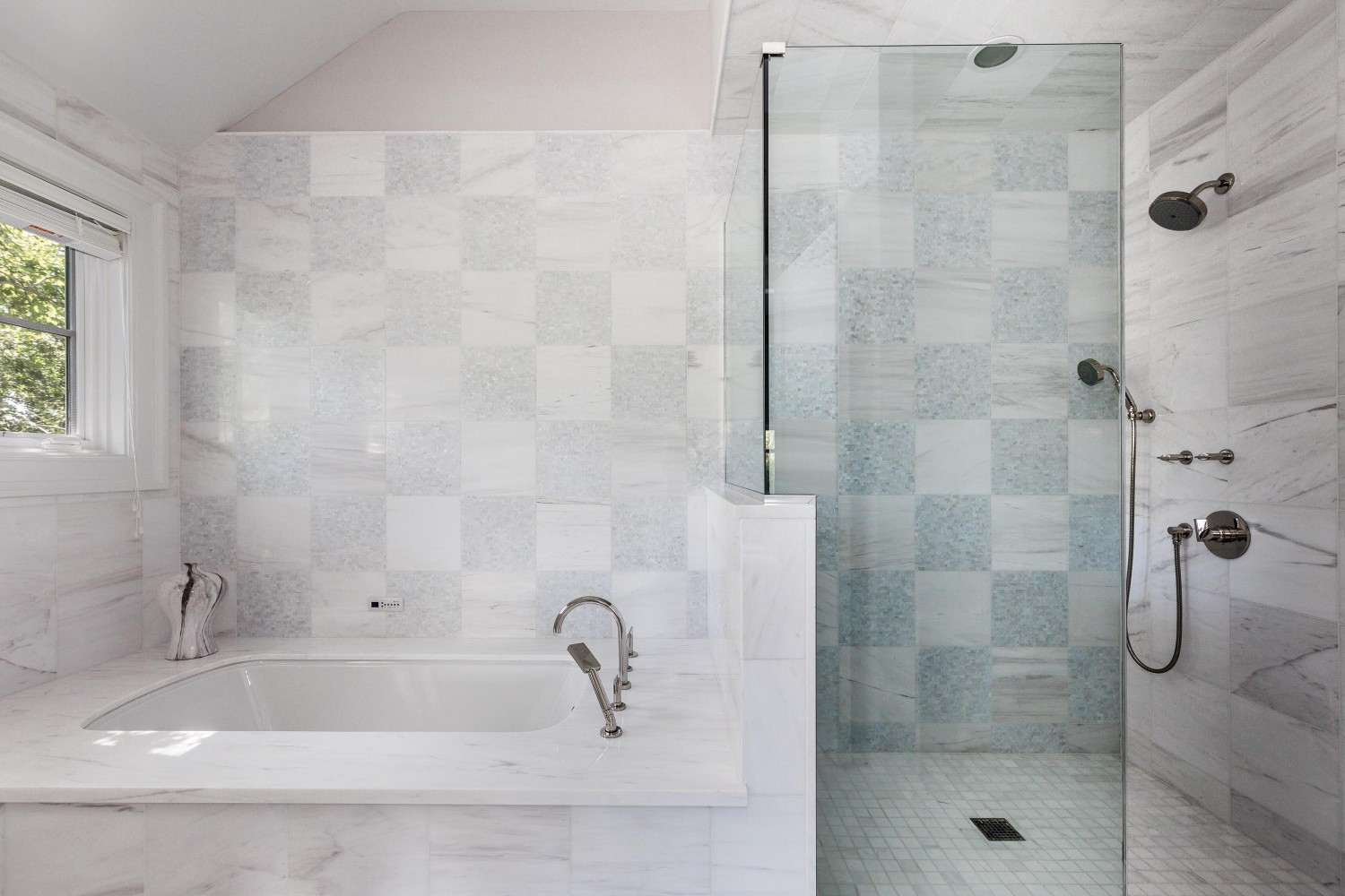 <span>guest master bathroom</span>