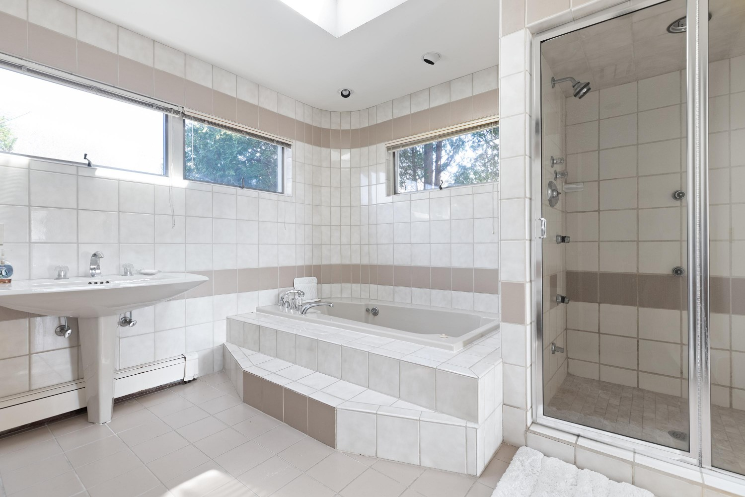 <span>master bathroom</span><span  class='incontracts'>IN CONTRACT </span>