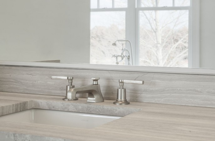 <span>master bathroom detail</span>