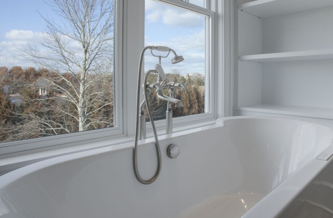<span>master bathroom tub detail</span>