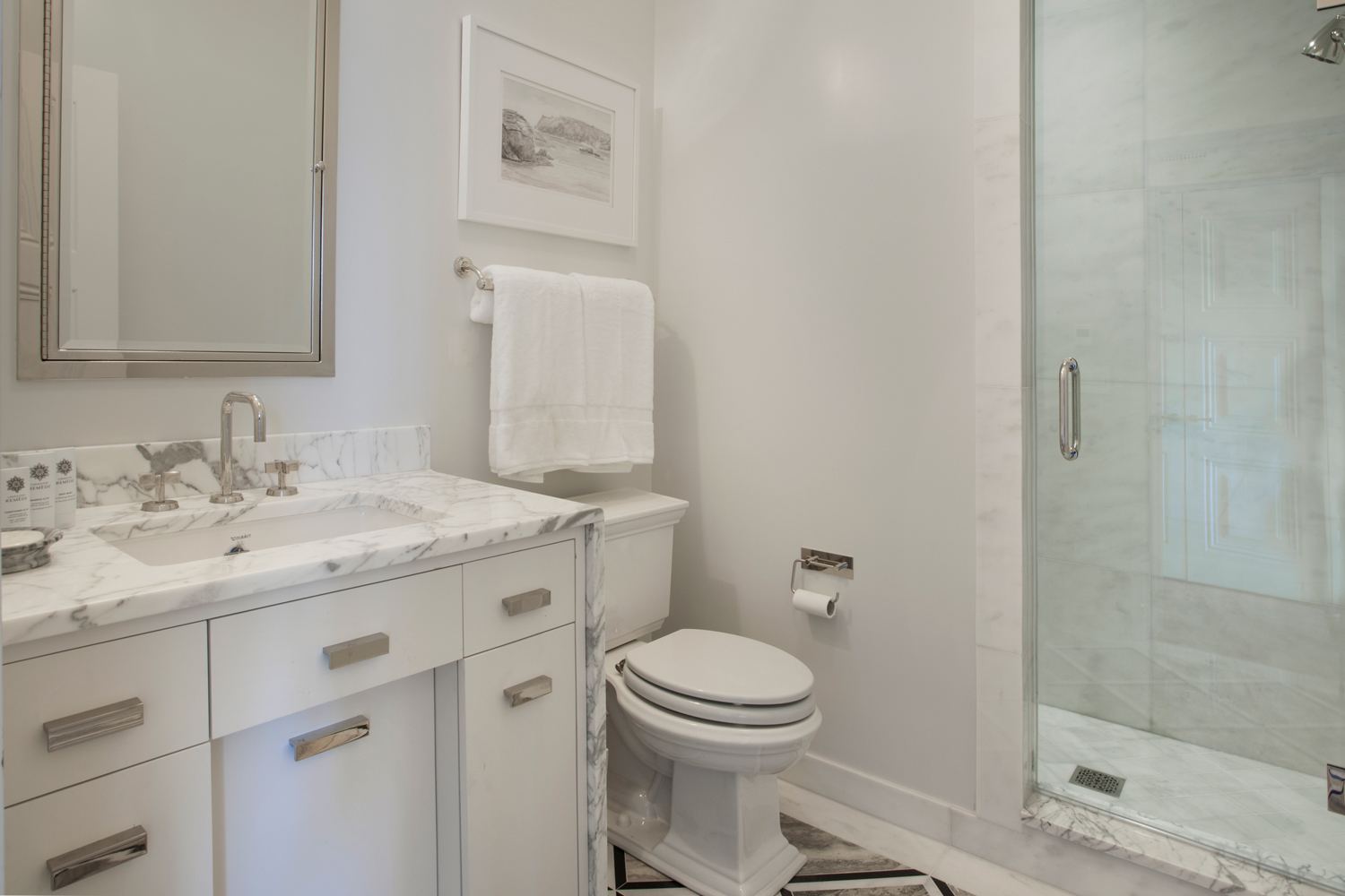 <span>guest bathroom</span><span  class='incontracts'>IN CONTRACT </span>