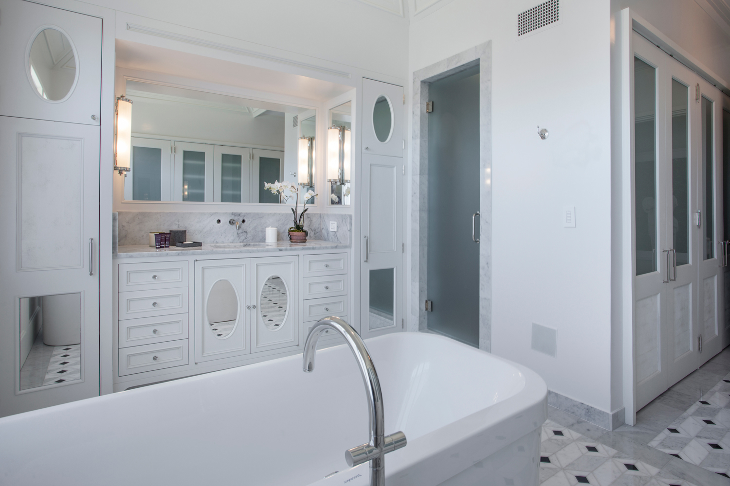 <span>her master bathroom</span><span  class='incontracts'>IN CONTRACT </span>