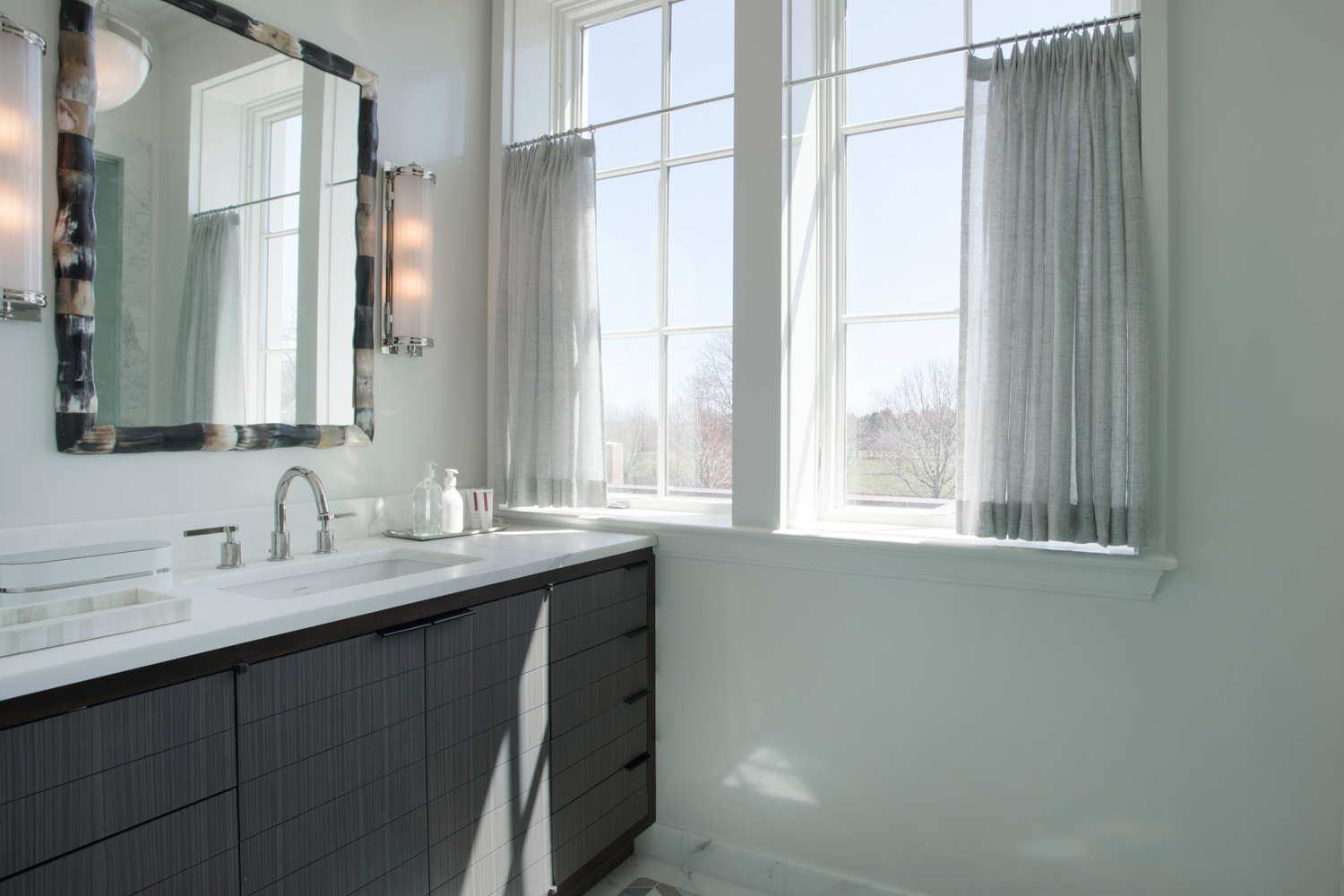<span>his master bathroom</span><span  class='incontracts'>IN CONTRACT </span>