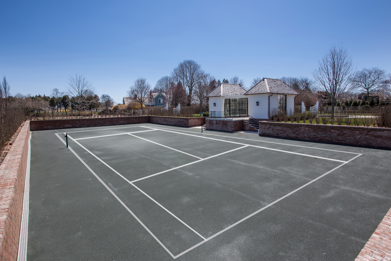 <span>sunken tennis court</span><span  class='incontracts'>IN CONTRACT </span>