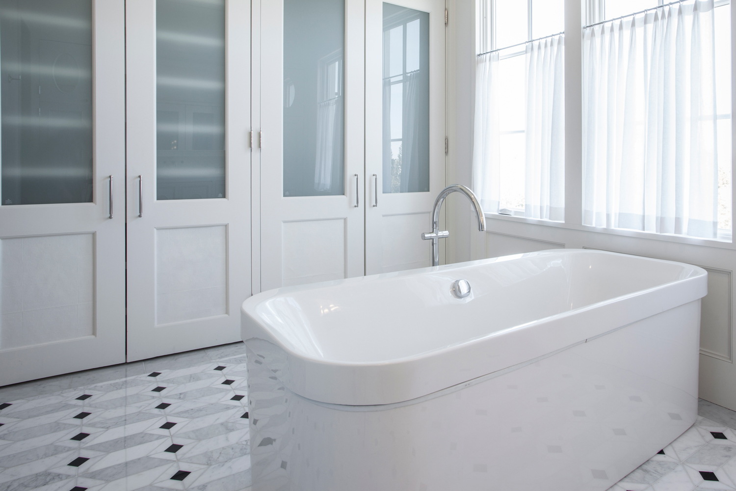 <span>her master bathroom soaking tub</span><span  class='incontracts'>IN CONTRACT </span>