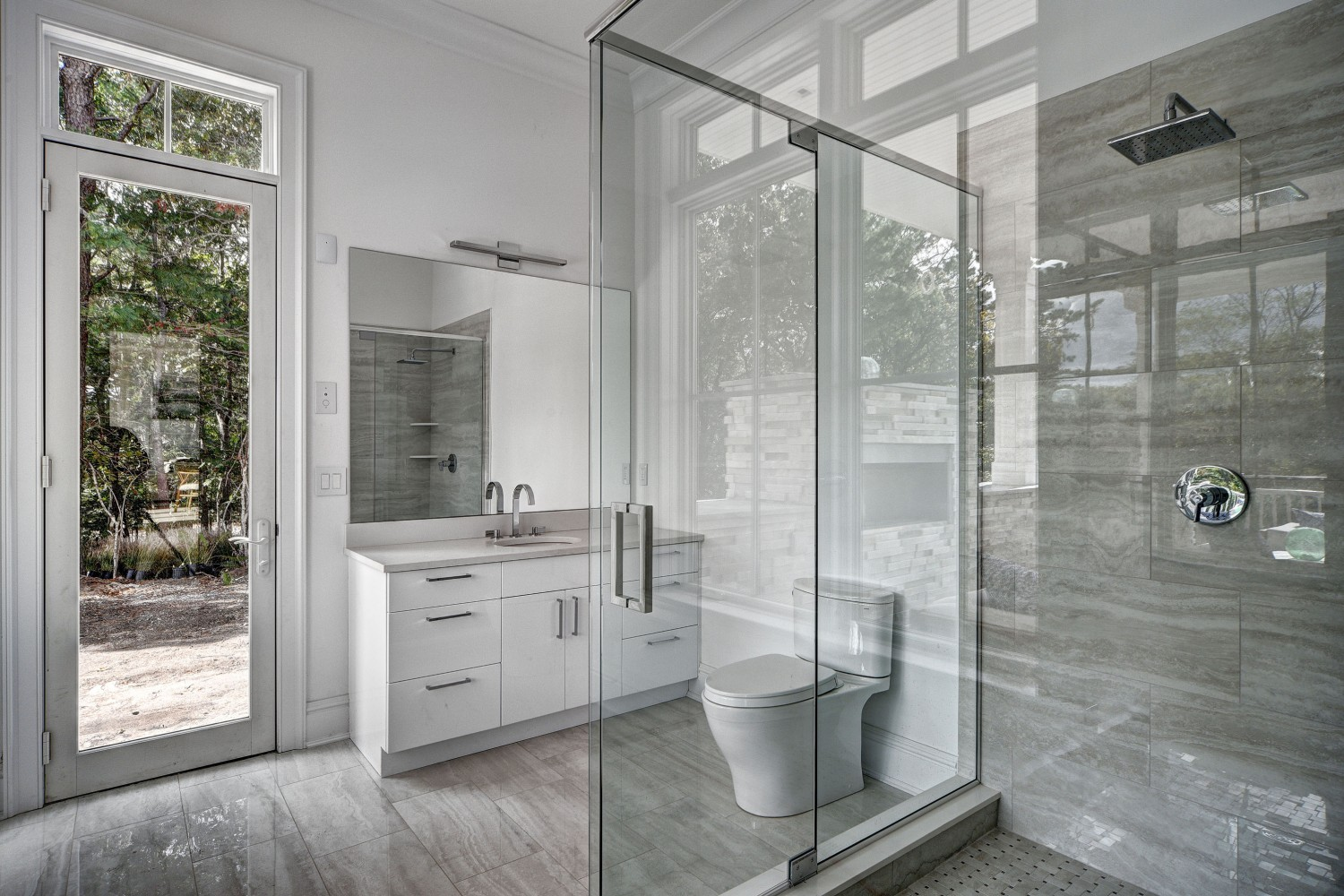 <span>pool bathroom</span><span  class='incontracts'>IN CONTRACT </span>